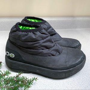 OOFOS OOMG black winter boots booties, 7.5